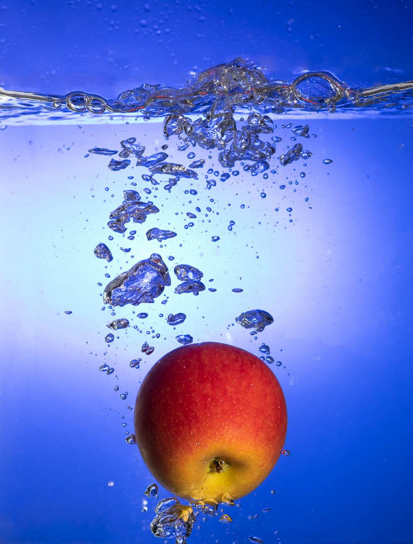 Sivani-Boxall-Germany-apple-sinking